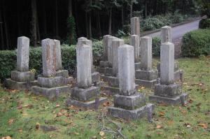 旧大津陸軍墓地Bブロック。背の高い墓石が特務曹長の墓石。