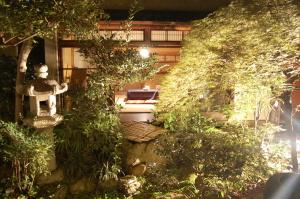 大津の町屋の内部。お庭と離れが見えます。