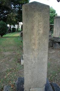 『鹿児島県賊徒征討之役』ではなく『西南之役』と刻まれた将校の墓碑