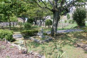 旧大津陸軍墓地でたったひとつ離れたところにあるロシア人兵士の墓碑