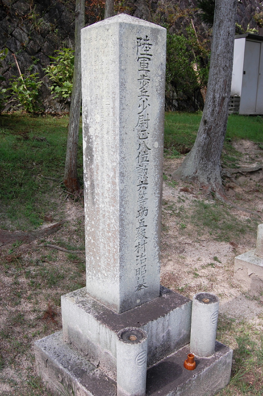 日露戦争で戦死した陸軍歩兵少尉の墓石
