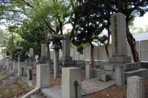 真田山陸軍墓地にある四つの日露戦争の合葬碑