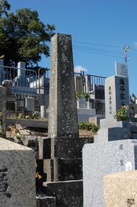 旅順要塞攻撃で戦死した陸軍歩兵少尉富永東一の墓石