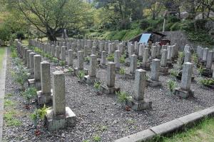 Kブロック@旧大津陸具墓地=台石の数で配列を決めたようだ