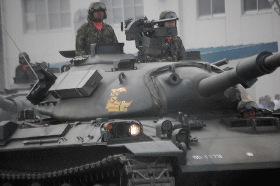 第10戦車大隊の戦車(今津駐屯地...