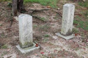 墓碑の謎にいどむ:二つの将校の墓碑@旧大津陸軍墓地