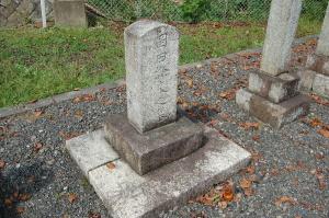 『岡田滌良之墓』(K135)