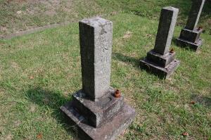 3番目に古い「荒木彌兵衛墓」(22歳)