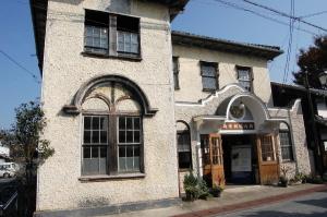旧八幡郵便局舎の正面