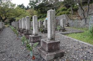 手前がK102の墓碑。次の列からは並ぶ墓碑数が減ります。