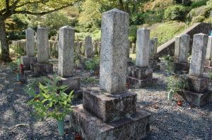 明治19年か、29年か?K072三上松之助の墓碑。台石は二段。