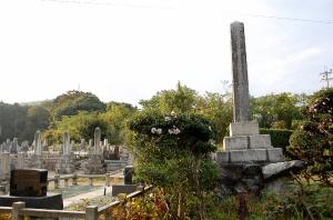 日清戦争の墓碑(手前の1基)と日露戦争の墓碑(3基)