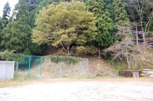 見つけにくい場所にある三谷村「慰霊碑」