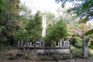 安曇町「忠魂碑」の側面
