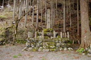 朽木村「忠魂碑」にも、戦没者名簿の碑はない
