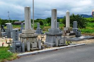 横江浜にも「砲弾型」墓碑が一基