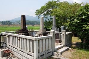 旧志賀町和迩村の日露戦争戦病死者の墓碑(黒色)