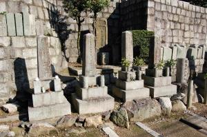 日露戦争ン墓碑が4柱並んでいる
