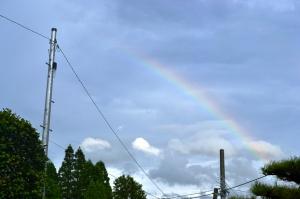 初盆にかかる虹