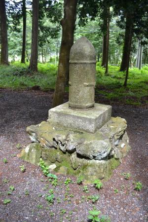 天満宮にある砲弾型の「日清戦役紀念」碑