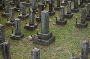 旧大津陸軍墓地 Eブロックでただひとつ大きな墓石