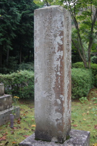 日清戦争にむかう船中で没したことを刻む第九連隊准士官の墓碑