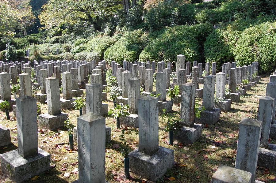 大津陸軍墓地唯一の戦死者が並ぶ墓地
