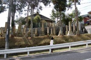 水車谷の墓地のなかで戦死者の墓石だけがならぶ一角