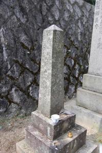 日露戦争遼陽の激戦で戦死した陸軍輜重輸卒の墓石