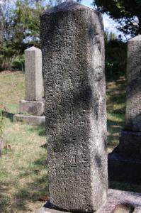 西南戦争の直前(1877年1月)に病死した兵卒・矢田権助の墓碑