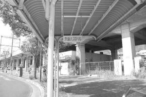 廃線・・・「●●バス」の表示だけが残っていました