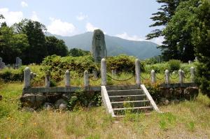 「忠魂碑」の周りは、時は止まっているように思えた