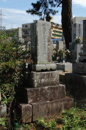 民間墓地に眠る日清戦争犠牲者の墓碑