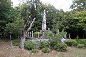"""整備された周囲は忠魂碑が""""現役""""として機能している気がしました"""