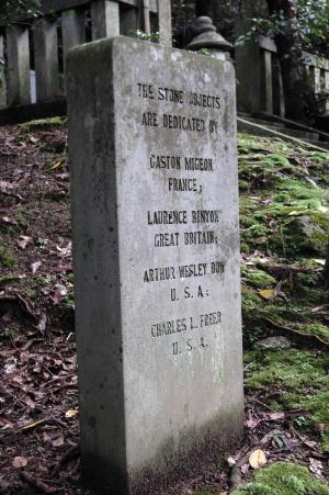 フランス、イギリス、アメリカの友人が寄贈したフェノロサの墓碑