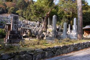 日露戦争の戦病死者:左から石倉作之丞、伊原三蔵、仁賀六左衛門の墓碑