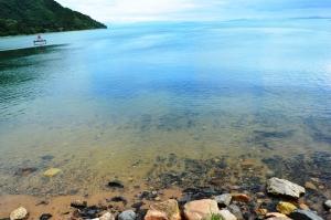 海津の浜で琵琶湖を撮影