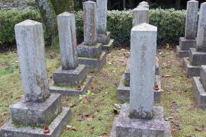 柳樹屯で死亡した陸軍歩兵一等軍曹元武勇の墓碑がある下士官の墓地