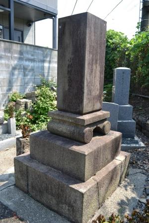 小林廣三郎の墓碑の右側面と背面