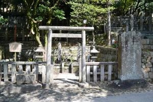坂本龍馬の墓碑の周囲