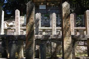 立ち並ぶ志士の墓碑@霊山墓地