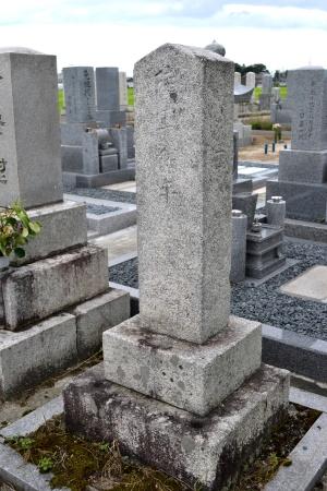 日置住吉の出身地での墓碑