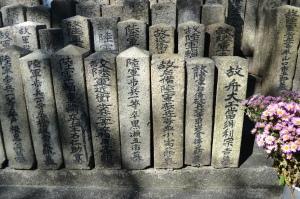 墓碑の大きさと形の均一さ@現比治山陸軍墓地