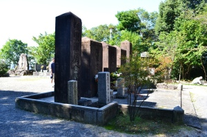 5つの合葬碑