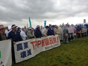 ストップTPP!風雨をついて集まった人たち